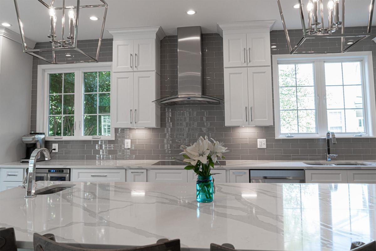 white-kitchen-cabinets-e1591095657940