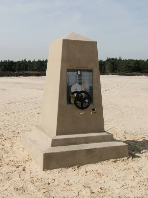 Monument, in situ, mechanism