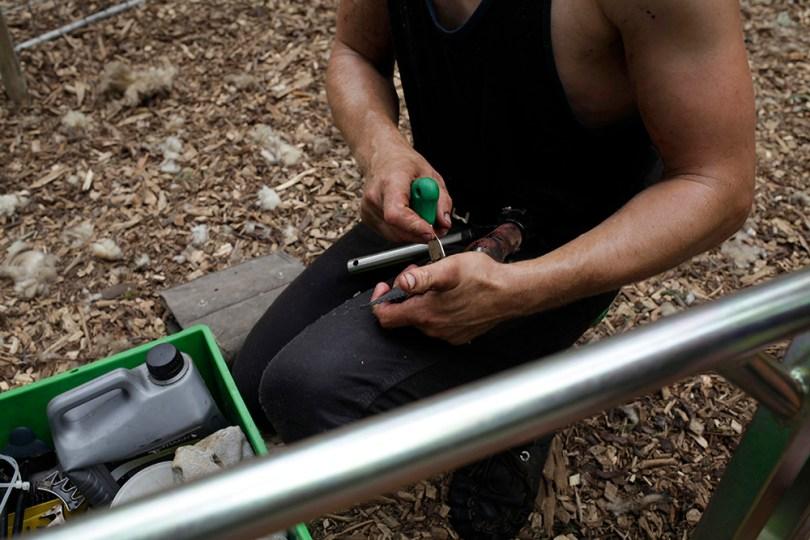 Shearer is preparing his tool