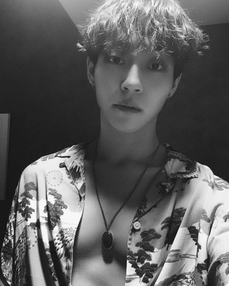 Khottie of the Week Woosung, Unbutton shirt