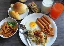 Nasi Goreng, Sosis, Roti