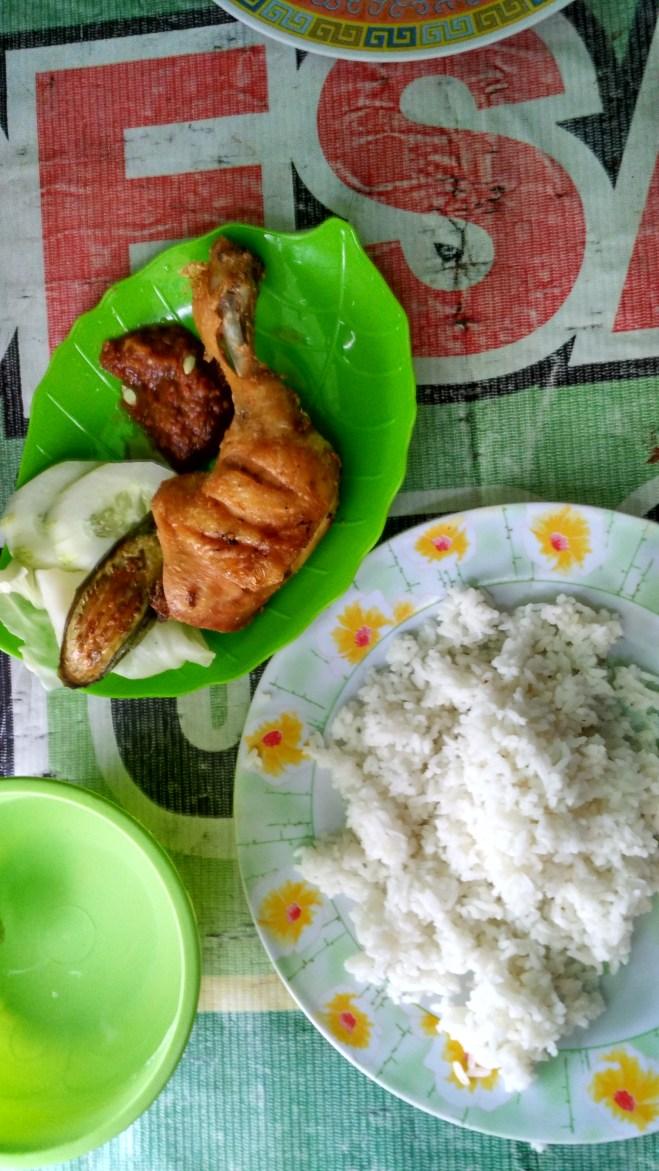 Nasi Ayam Goreng Lalap