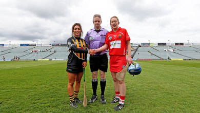 Referee Owen Elliott with Captain's Rena Buckley and Meighan Farrell Mandatory Credit ©INPHO/Donall Farmer
