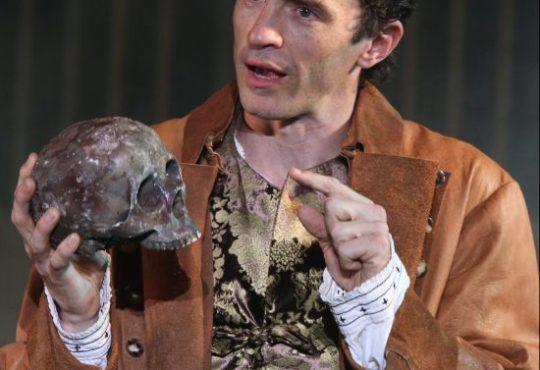 """Shakespeare Fest's """"Hamlet"""" showcases bravura performance by Nathan Darrow"""