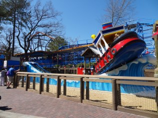 Kings Dominion did a great job with this ride. If you look in the front of the boat you can see that they placed sand around to make it look like you are on the beach.