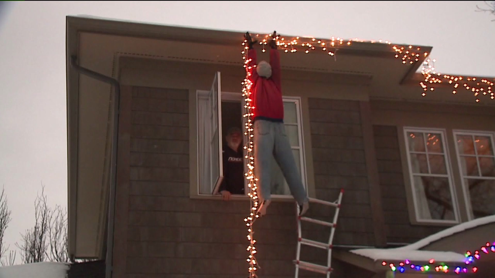 People Call 911 After Seeing Dummy Hanging Christmas Lights Dangling From Roof Fox31 Denver