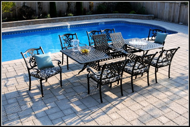 Extendable Patio Dining Table