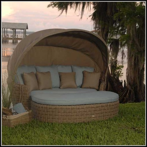 Luna Patio Daybed With Canopy