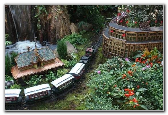Train New York Botanical Garden Bronx
