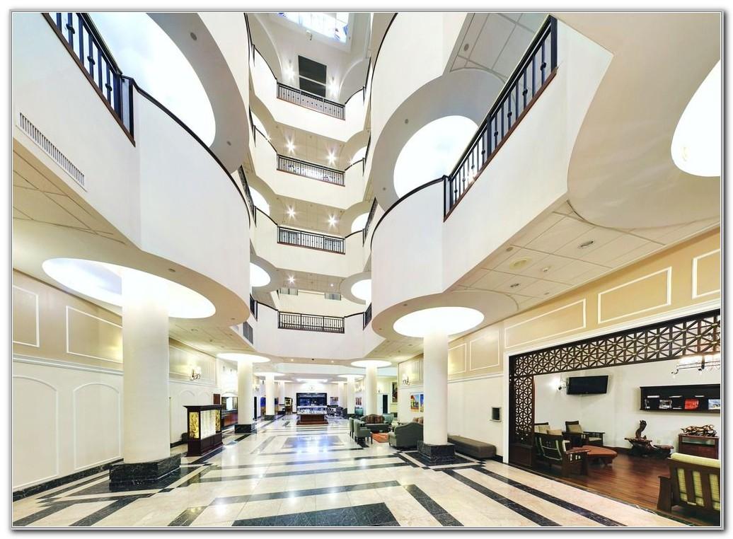 Wyndham Garden Baronne Plaza Hotel
