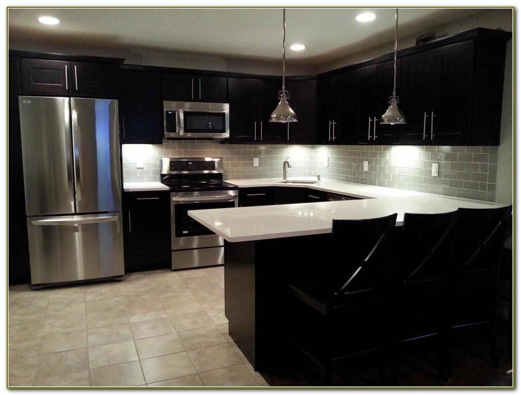 Modern Kitchen Subway Tile Backsplash