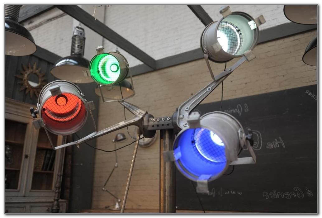Tripod Spotlight Floor Lamp Manufacturers