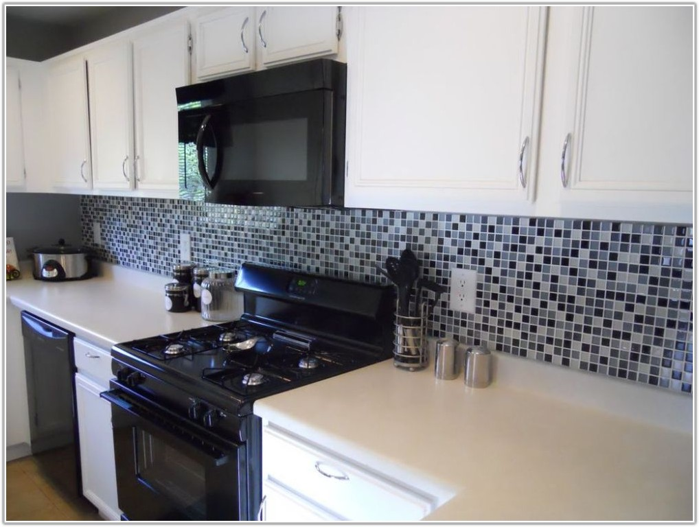 Black And White Subway Tile Kitchen Backsplash