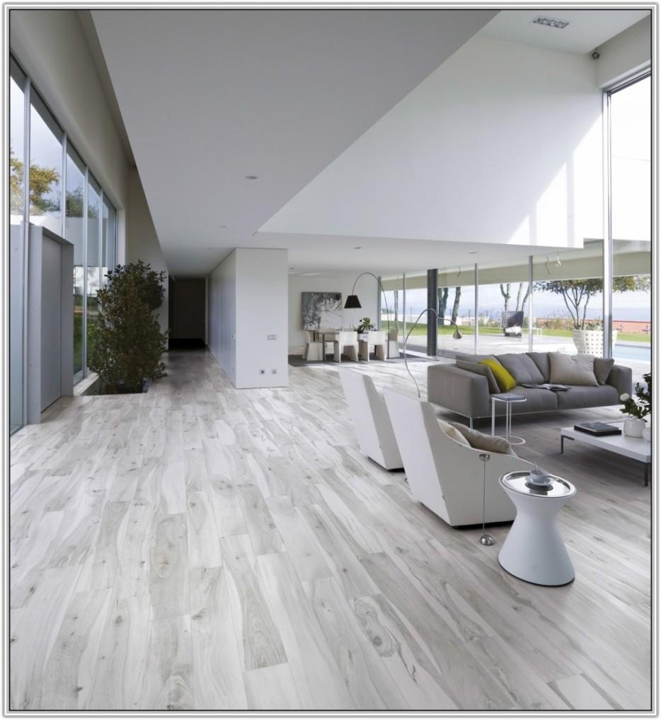 Gray Tile Floor That Looks Like Wood
