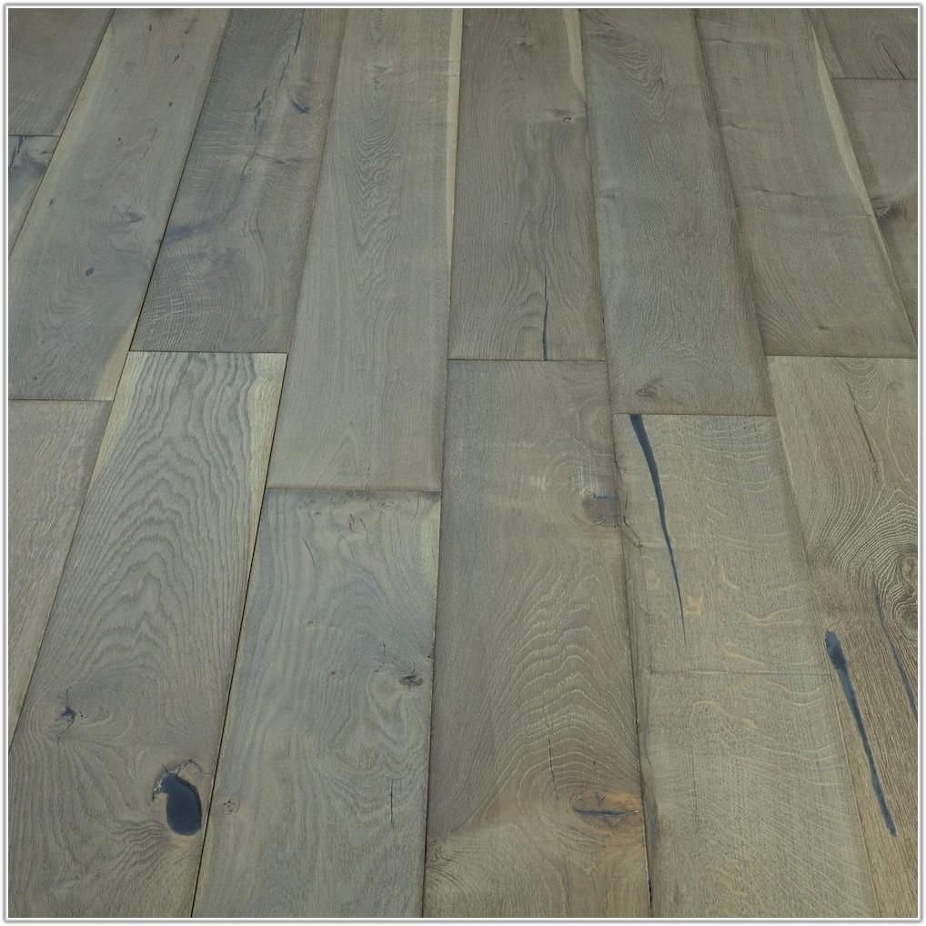 Distressed Oak Engineered Wood Flooring