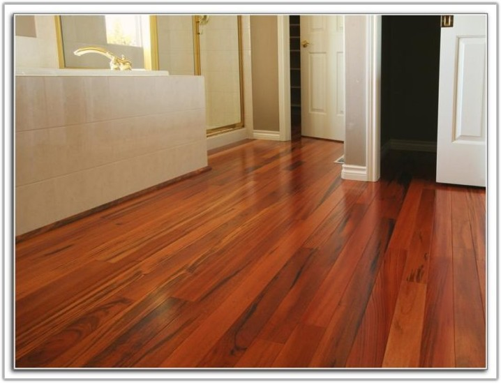 Hardwood Floor Deep Cleaning