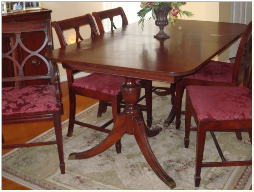 Antique Duncan Phyfe Dining Table And Chairs