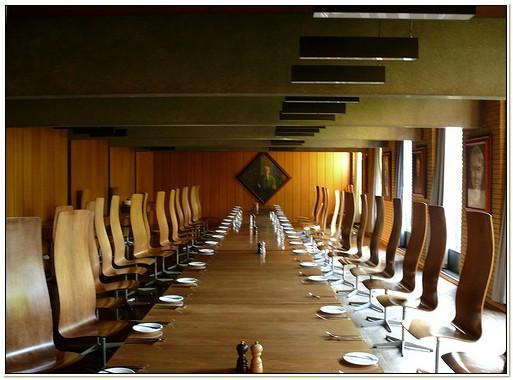 Arne Jacobsen Oxford Chair Replica