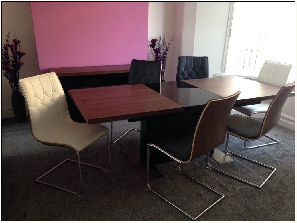 Harveys Dining Table And 4 Chairs