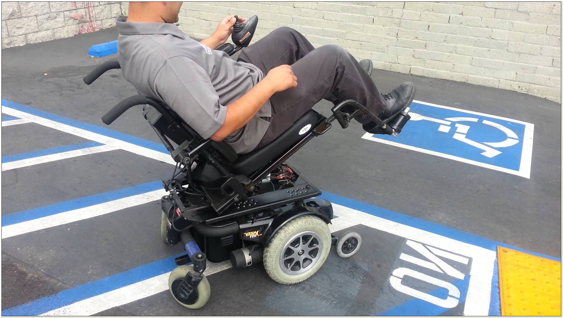 Jazzy 1121 Power Chair