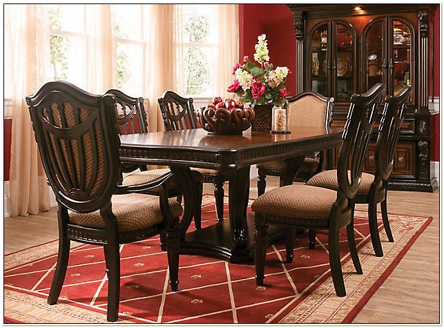 Raymour And Flanigan Dining Set