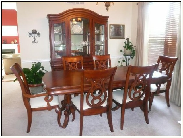 Raymour And Flanigan Vintage Dining Set