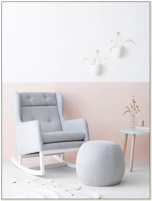 Rocking Chair While Breastfeeding