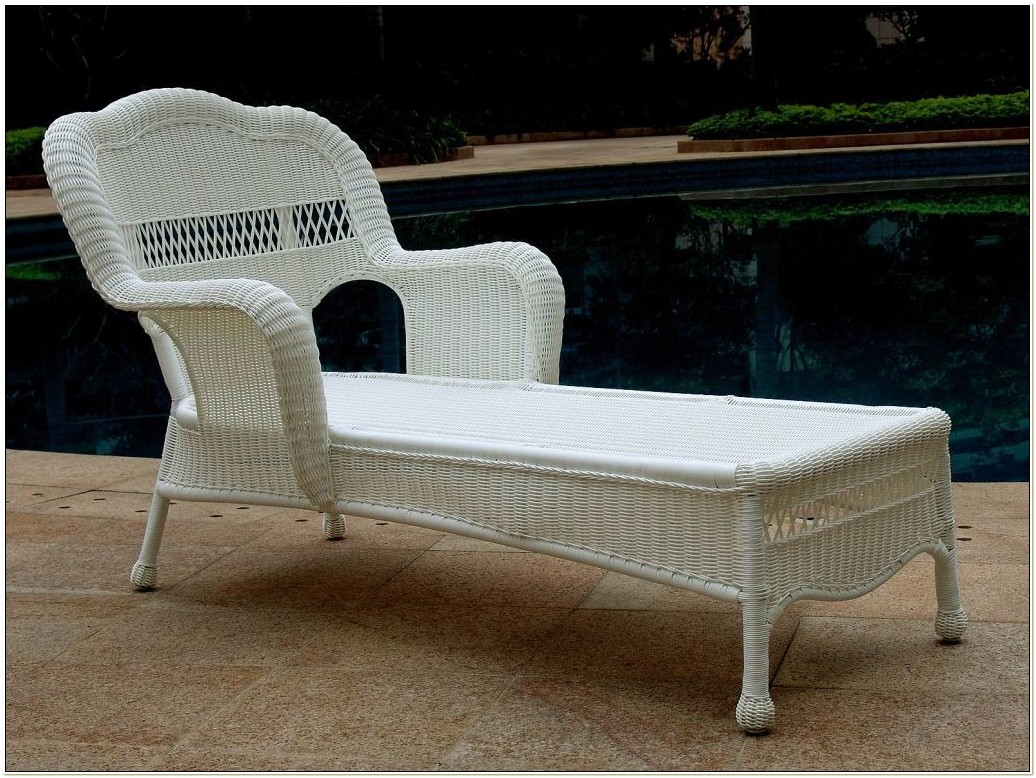 White Wicker Chaise Lounge Chairs