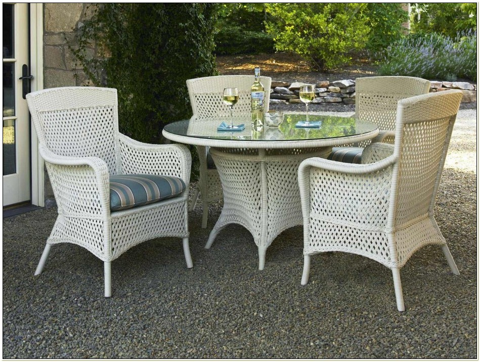 White Wicker Outdoor Dining Chairs