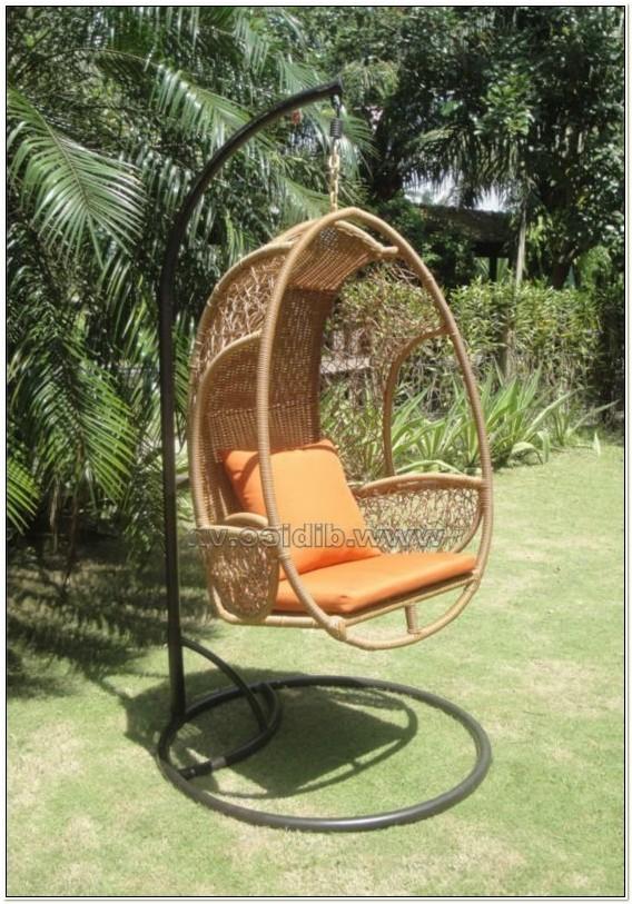 Wicker Swinging Egg Chair