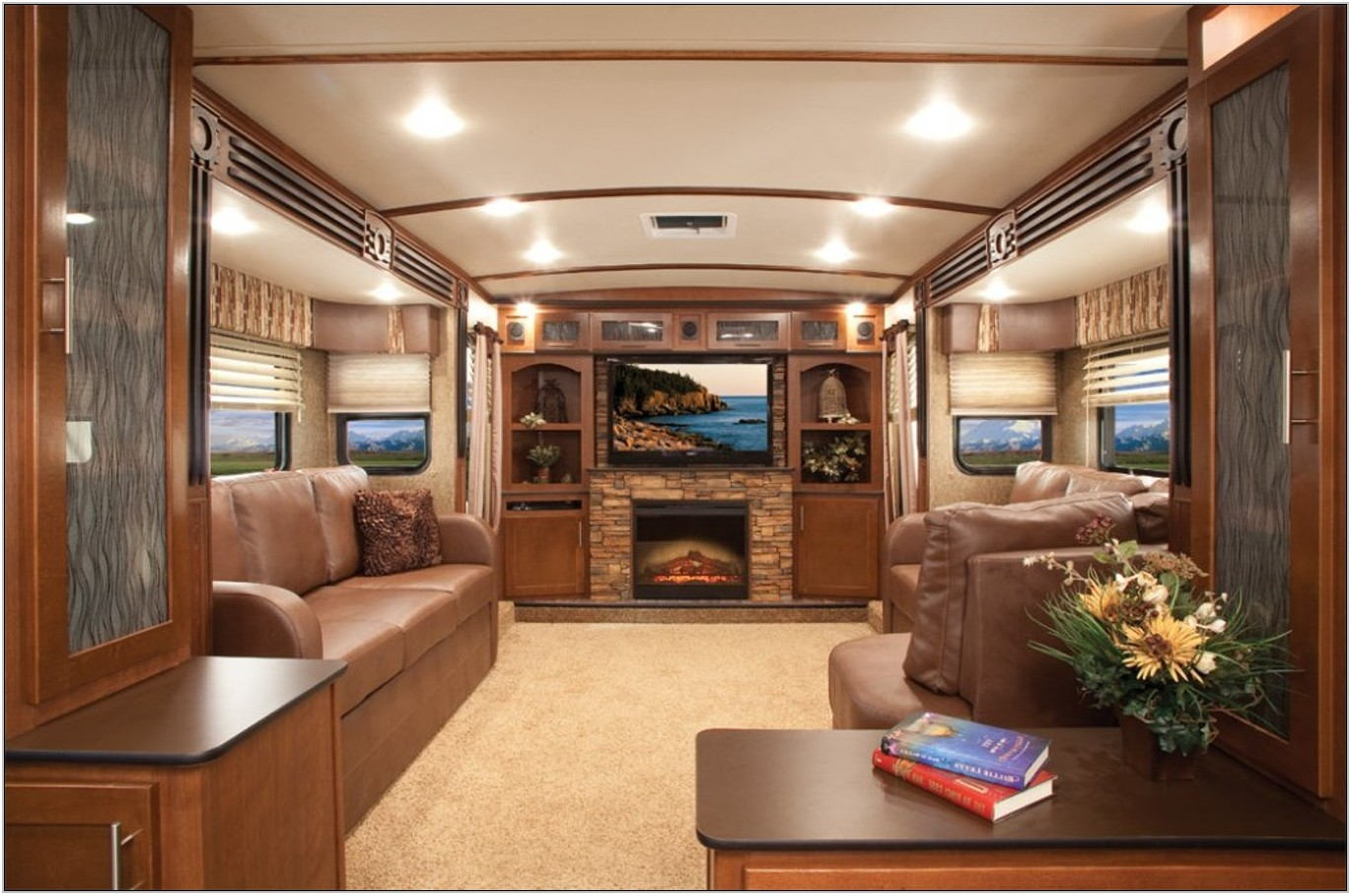 5th Wheel With Living Room Up Front
