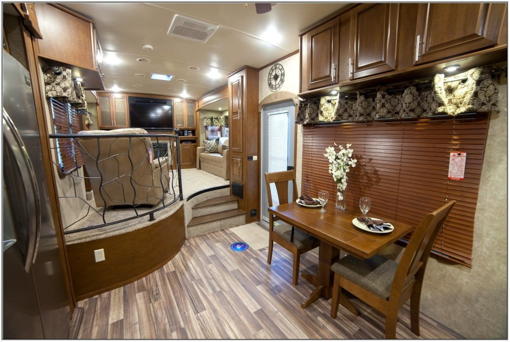 Front Living Room Toy Hauler Fifth Wheel