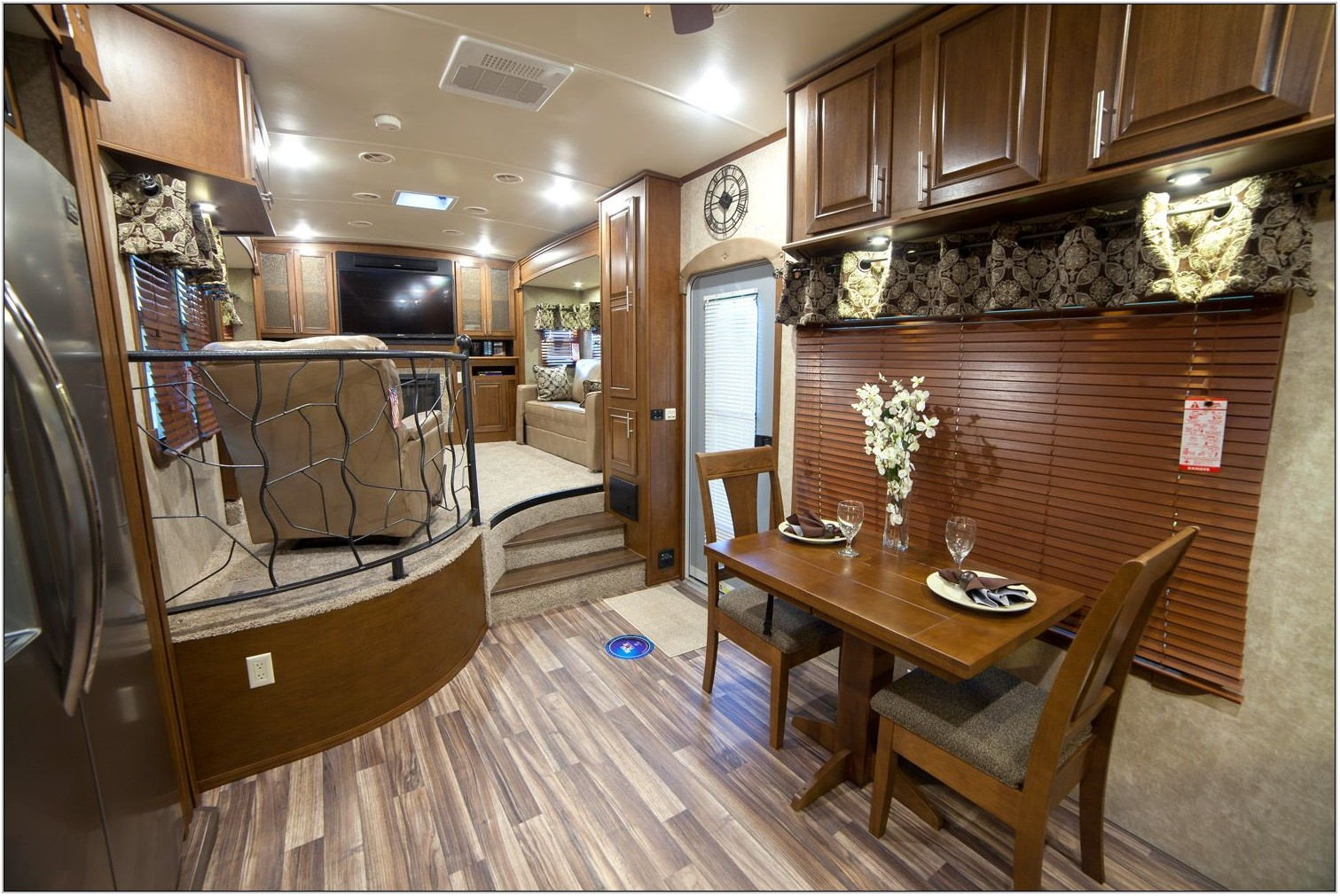 Luxury Fifth Wheel Rv Front Living Room
