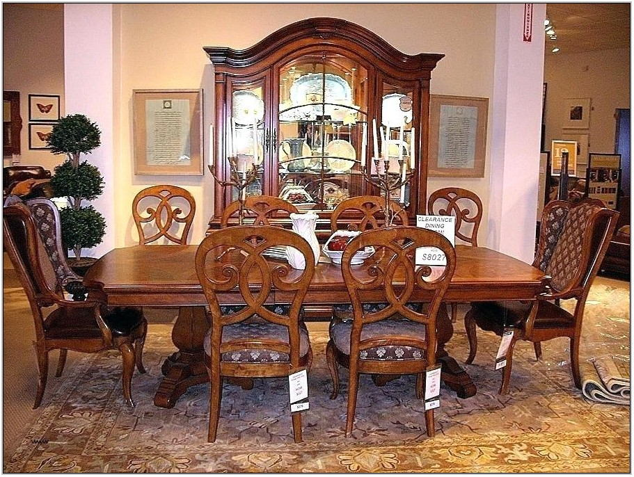 Thomasville Living Room Chairs