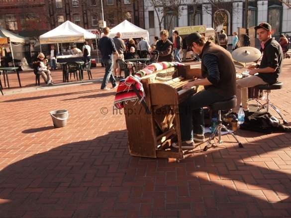 Street musicians performing at Heart of the City Farmers' Market in Civic Center SF (photo)