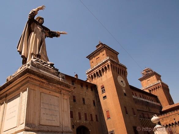 Palio di Ferrara - Castello Estense and Statue