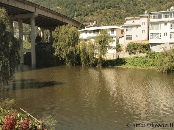 Lake and house under an overpass in Dali