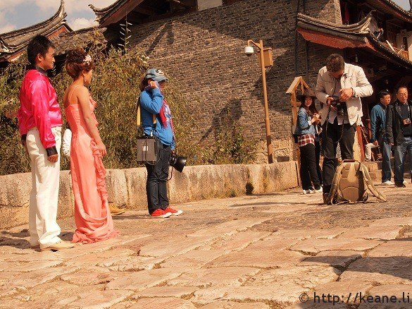 Couple getting ready for a photo shoot in Shu He Ancient City in Lijiang