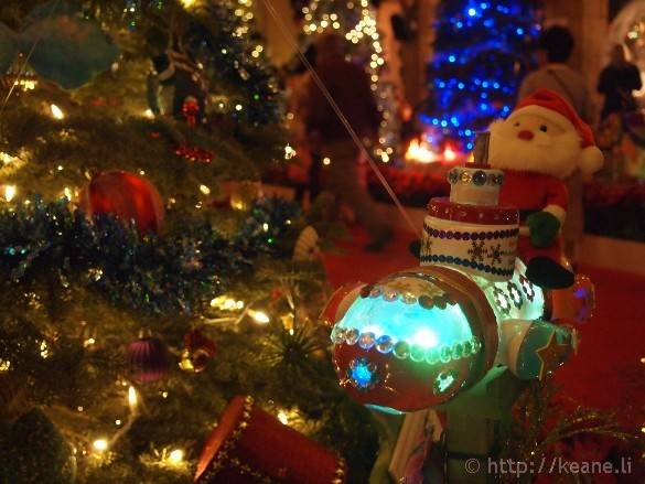 Honolulu City Lights - Christmas 2012 - Rocket Santa