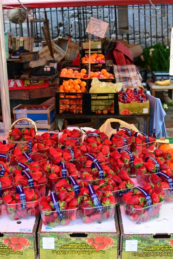 Fragole e Arance at a Street Market in Palermo