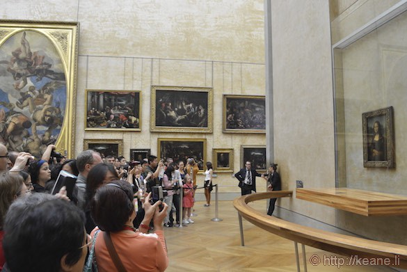 Louvre Museum - Crowd for the Mona Lisa