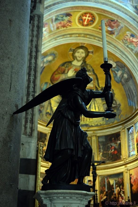Angel Statue in the Cattedrale di Pisa