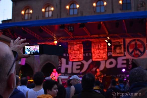 Hey, Joe Concert in Piazza Maggiore