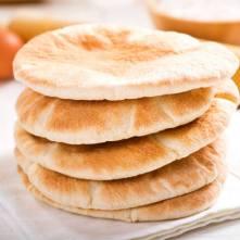 Pita - pšeničný chléb ve tvaru placky připrvovaný z mouky a kvasnic - Kebabárenský slovníček