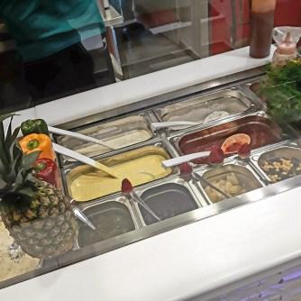 Zátiší se zálivkami poprvé - Ahura Kebab, Karlovy Vary