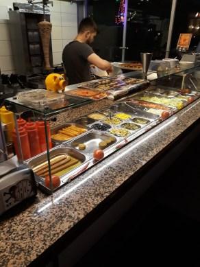 Kebabář při práci - Pauli Döner, Hamburk
