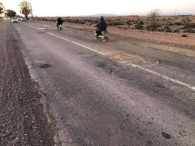 تتسبب في أضرار بالسيارات..وضعية طريق بمراكش تثير استياء مستعمليها + صور