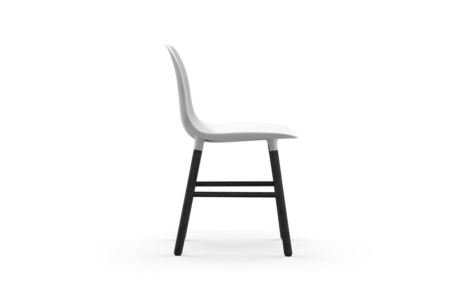 Normann CPH Form Chair Wood Black gestoffeerd
