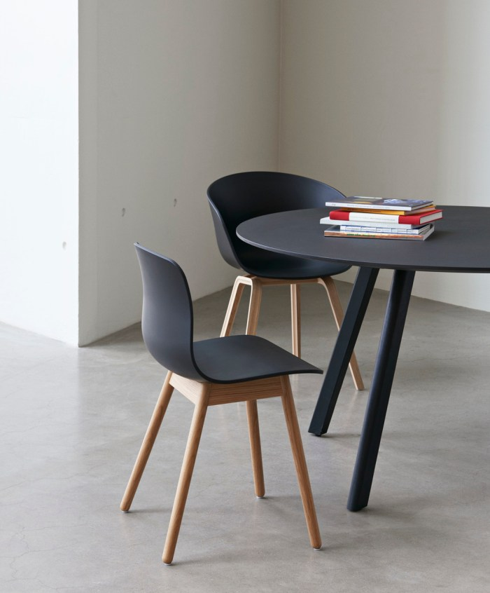 Hay CPH25 Table Round 140 Black Linoleum/Black Stained