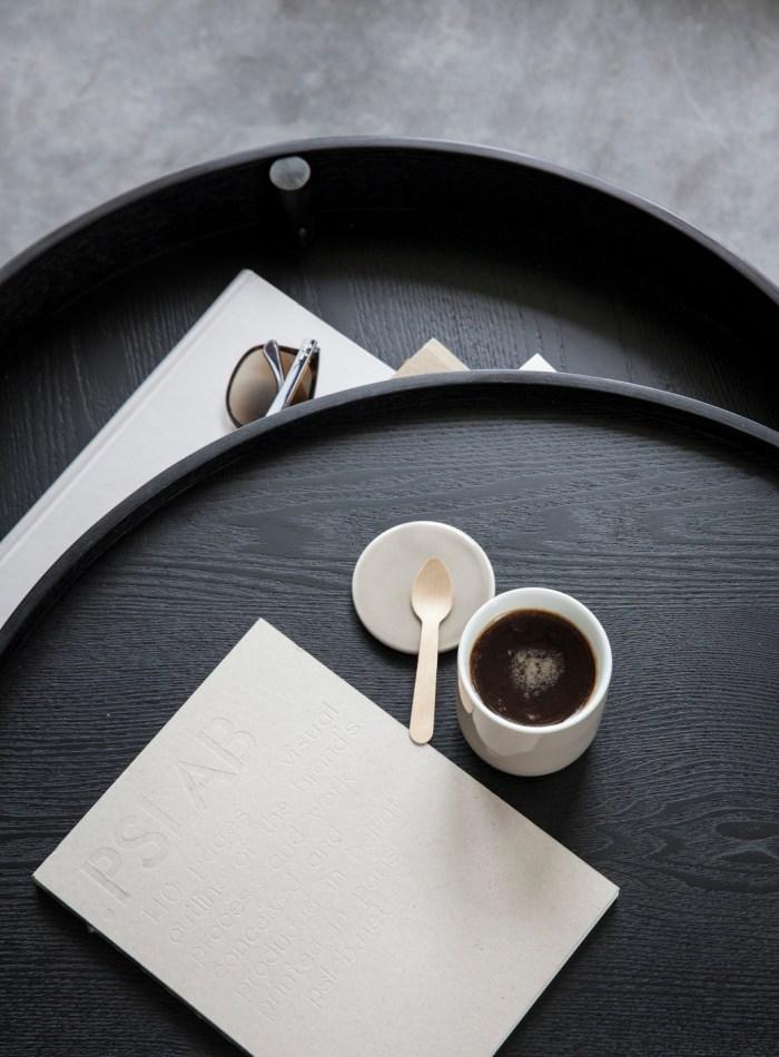 Menu Turning Table Black Ash / Brass